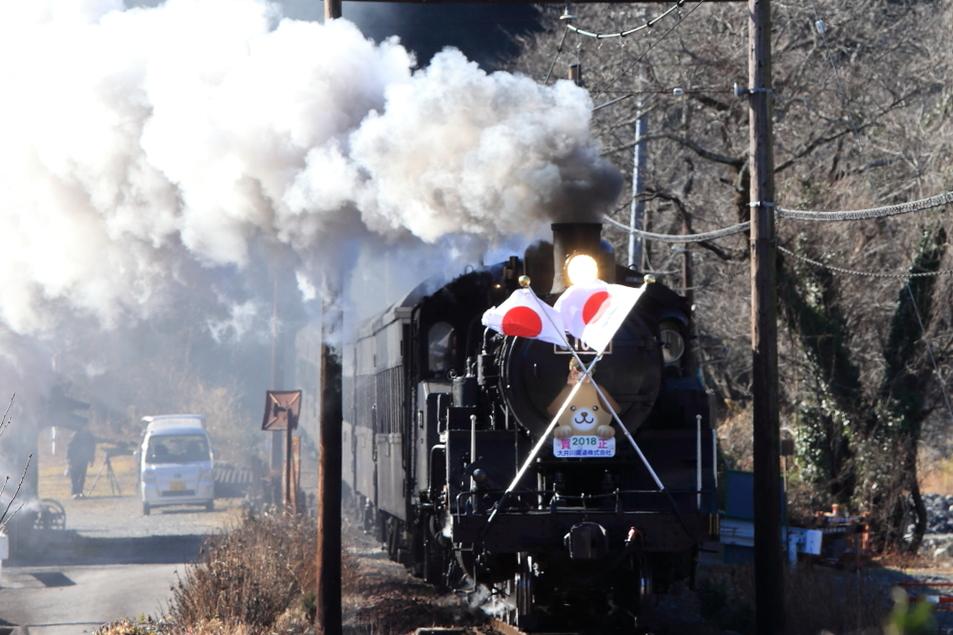大井川鐵道の青部駅付近で蒸気機関車を撮影する
